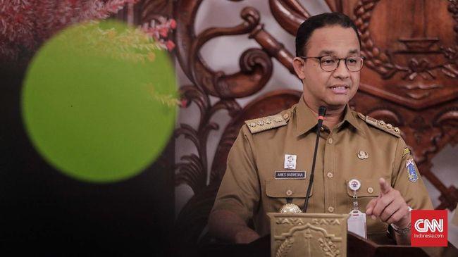 Anies Baswedan merespons Djarot Saiful Hidayat soal posisi wagub yang kosong sepeninggal Sandiaga Uno. Anies minta Djarot berkaca dulu sebelum komentar.