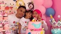 <p>Eko merayakan ulang tahun ke-5 anak pertamanya bersama sang istri. (Foto: Instagram @Ekopower62)<br /><br /></p>