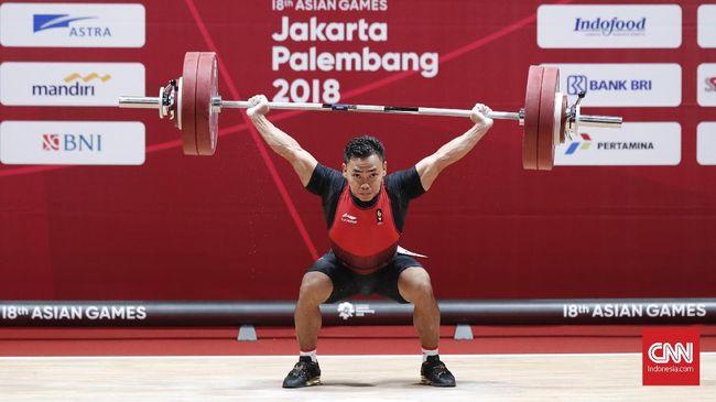 Lifter andalan Indonesia Eko Yuli Irawan berhasil merebut medali emas kelima Indonesia di Asian Games 2018 setelah menjadi juara di kelas 62 kilogram putra yang berlangsung di JIExpo, Kemayoran, Selasa (21/8). Eko meraih medali emas dengan total angkatan 311 kilogram. Atlet 29 tahun itu mencatatkan angkat snatch 141 kilogram. Sedangkan untuk angkatan clean and jerk, Eko berhasil melakukan angkatan seberat 170 kilogram.CNNIndonesia/Safir Makki