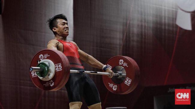 Cabang olahraga angkat besi menambah perolehan medali emas bagi kontingen Indonesia melalui Deni di kelas 67 kilogram putra, Selasa (3/12).