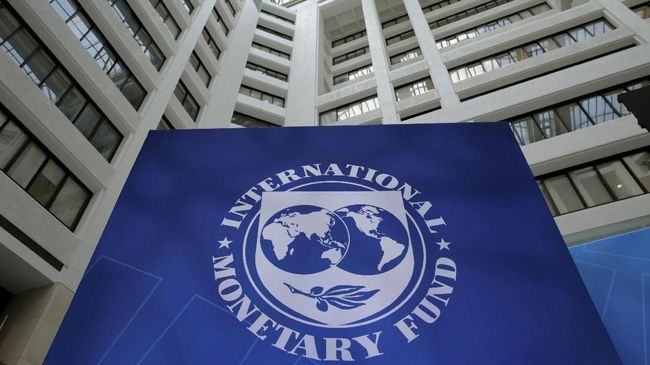 Dewan Eksekutif Dana Moneter Internasional (IMF) memperingatkan ada peningkatan risiko jangka menengah terhadap ekonomi Amerika Serikat (AS).