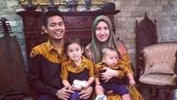 <p>Happy family banget ya, Bun. (Foto: Instagram @tontowiahmad_)<br /><br /></p>