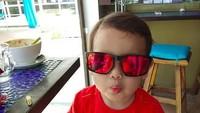 <p>Danish kini berumur 3 tahun. Dia udah keren belum kalau pakai kacamata? (Foto: Instagram @danisharsenio)</p>