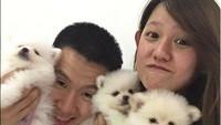 <p>So cute! Saat Marcus dan Agnes foto bareng anjing-anjing imut nan menggemaskan. (Foto: Instagram/ @marcusfernaldig) </p>