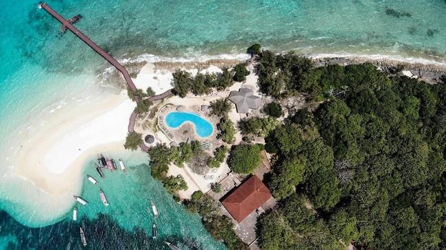 Pemandangan Pulau Changuudari udara. Sebelum menjadi destinasi wisata pulau ini menjadi lokasi penjara di masa lalu.