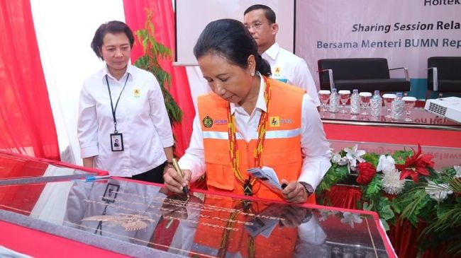 Kementerian BUMN berencana mengkaji pembentukan holding BUMN di sektor penerbangan. Holding akan membawahi Angkasa Pura dan Garuda Indonesia.
