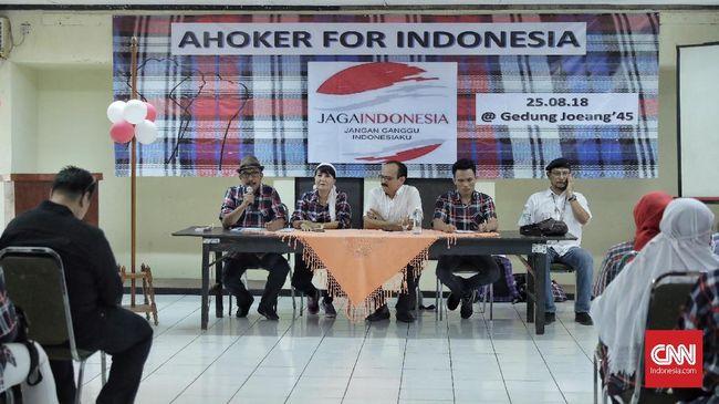 Segelintir relawan Ahok mendeklarasikan Gerakan Jaga Indonesia mendukung Jokowi-Ma'ruf Amin, meski yang lainnya mengaku kecewa.