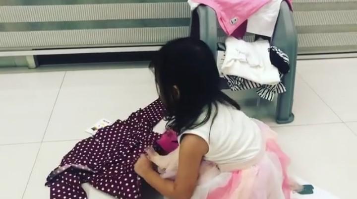 Thalia Putri Onsu, putri pasangan Ruben Onsu dan Sarwendah baru berusia 3 tahun. Meski masih kecil, Thalia mandiri banget lho.