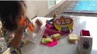 <p>Setelah selesai bermain, Thalia pun wajib membereskan mainannya sendiri. (Foto: Instagram @ruben_onsu)</p>
