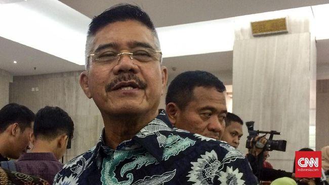 Ketua Mahkamah Agung Hatta Ali mengaku tak memberikan tolerasi kepada hakim maupun pegawai pengadilan yang melakukan korupsi dan langsung memberhentikannya.