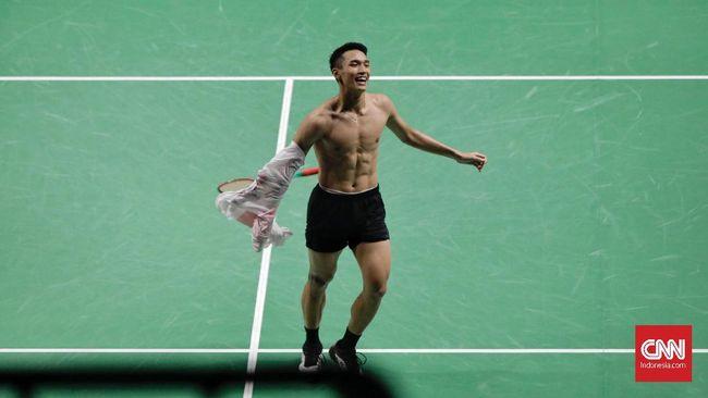 Netizen banjiri linimasa dengan eluan atas kemenangan Jonathan Christie raih emas dan aksi membuka baju yang membuat para fans wanita histeris.