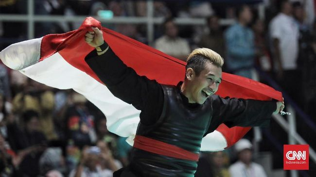Hanifan Yudani Kusumah yang memeluk dua capres usai final Asian Games mengaku fokus berlatih dan tidak diajar berpolitik meski IPSI diketuai Prabowo Subianto.