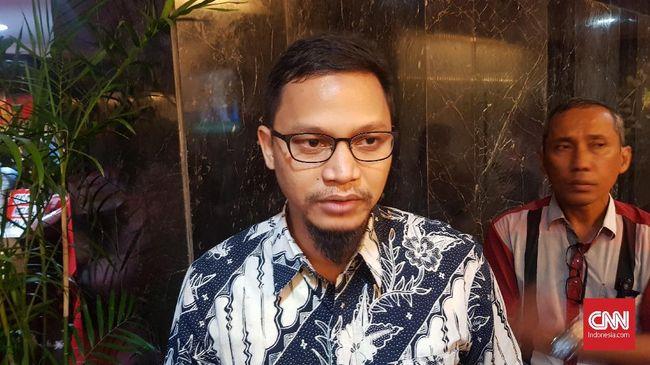 Hanafi Rais melaporkan KPU dan Jokowi-Ma'ruf ke Bawaslu terkait temuan pelanggaran administrasi pemilu secara terstruktur, sistematis dan masif (TSM).