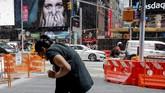 Kawanan lebah menyerbu Times Square, New York, saat makan siang, Selasa (28/8).