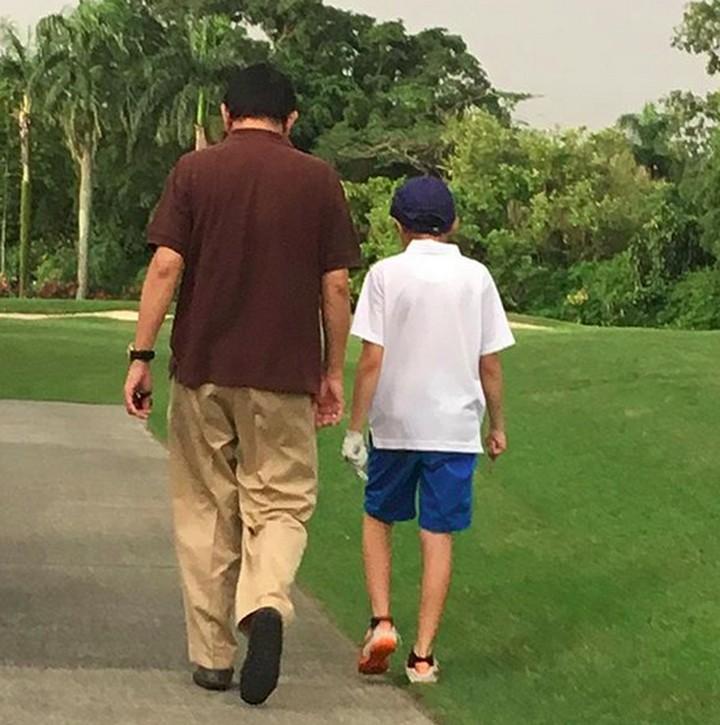 <p>Adem banget ya melihat kebersamaan opa dan cucunya ini. Sehat selalu Opa Ray dan Ramiza! (Foto: Instagram/ @raysahetapy)</p>