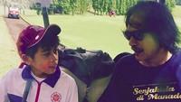 <p>Opa Ray sering lho menemani Ramiza saat ikut turnamen golf. (Foto: Instagram/ @raysahetapy) </p>