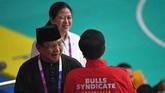 Atlet pencak silat pemenang medali emas Hanifan Yudani Kusumah menjadi faktor yang membuat Jokowi dan Prabowo Prabowo berpelukan hangat menyambut kemenangan.