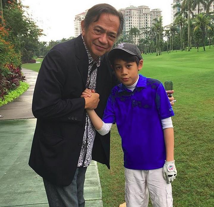 <p>Saat seorang anak ikut turnamen, kehadiran sang kakek memang bisa jadi sumber semangat yang amat berarti. Ya kan, Bun? (Foto: Instagram/ @raysahetapy) </p>