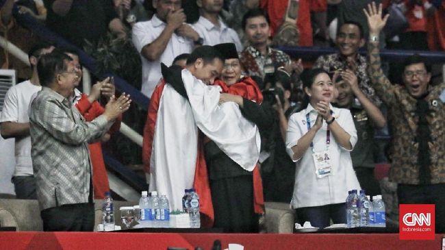 Prabowo-Jokowi Pelukan Rayakan Kemenangan Pencak Silat