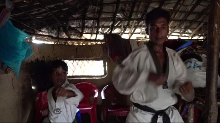 Ini kisah inspiratif tentang seorang ayah yang merupakan pengungsi rohingya dan mengajari putrinya taekwondo. Simak kisahnya yuk.