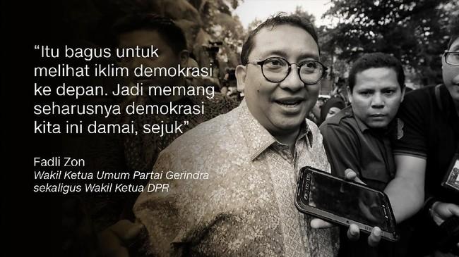 Dalam momen seusai pengalungan medali emas atlet pencak silat, Jokowi dan Prabowo dipeluk bersama Hanifan Yudani Kusumah yang menurunkan tensi politik.