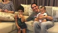 <p>Menghabiskan waktu bareng keponakan kata Faldy Albar bisa jadi salah satu bentuk family time-nya, Bun. (Foto: Instagram/ @albarfaldy)</p>