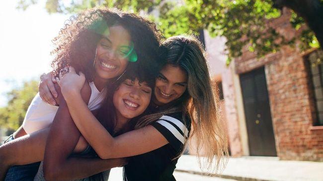 Seseorang membutuhkan pelukan setiap harinya. Berpelukan menjadi terapi alternatif bagi pemulihan tubuh.