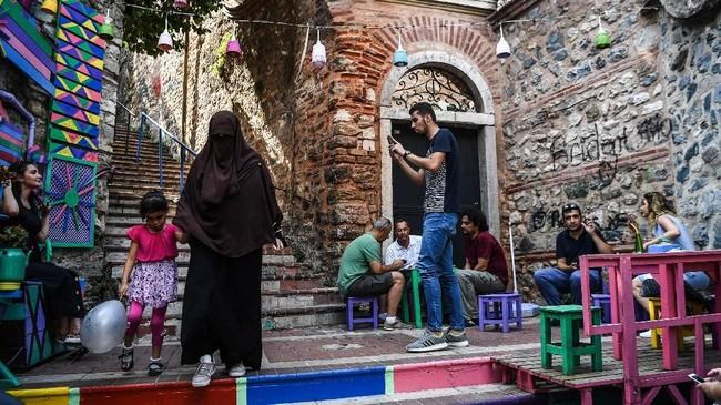 Balat adalah sebuah permukiman Yahudi yang sudah ada sejak lama di distrik Fatih, Istanbul, Turki