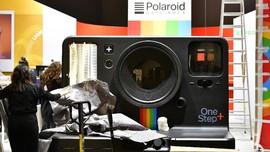 Nostalgia Kamera Instan di Tengah Gempuran 'Jepretan' Digital