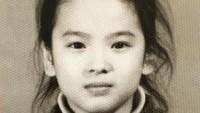 <p>Meski rambutnya berantakan, kecantikan Song Hye Kyo kecil masih terlihat jelas. (Foto: Instagram @kyo1122)</p>