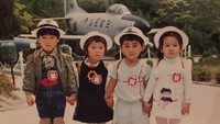<p>Coba tebak, mana ya Song Hye Kyo kecil? (Foto: Instagram @kyo1122)</p>