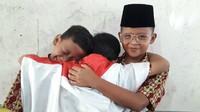 <p>Ridwan Kamil bekerja sama dengan clothing brand dan menyediakan hadiah Rp 500 ribu sampai Rp 2 juta. Gimana pose tiga anak ini, Bun? Mirip nggak? (Foto: Instagram/ibuuukkk)</p>