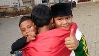 <p>Jadi, mana foto anak menirukan pose Jokowi dan Prabowo berpelukan favorit Bunda? (Foto: Instagram/alam_alhafidz)</p>