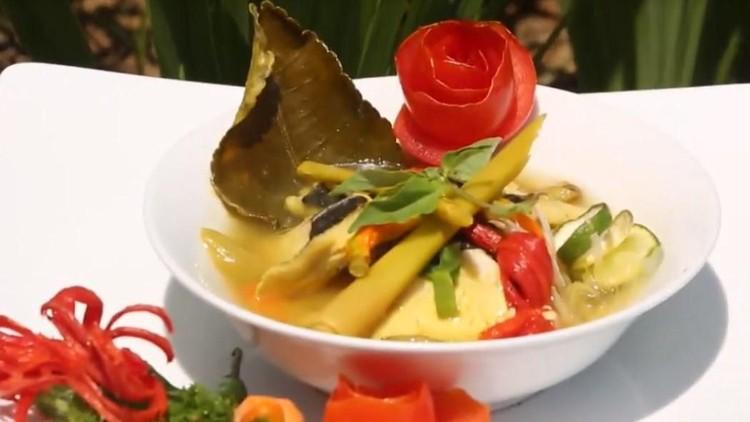 Di weekend ini Bunda masih bingung mau masak apa? Resep pindang koyong Banyuwangi ini bisa jadi inspirasi lho, Bun.