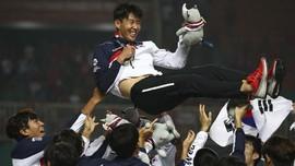 FOTO: Emas Asian Games Bebaskan Heung-min dari Wajib Militer
