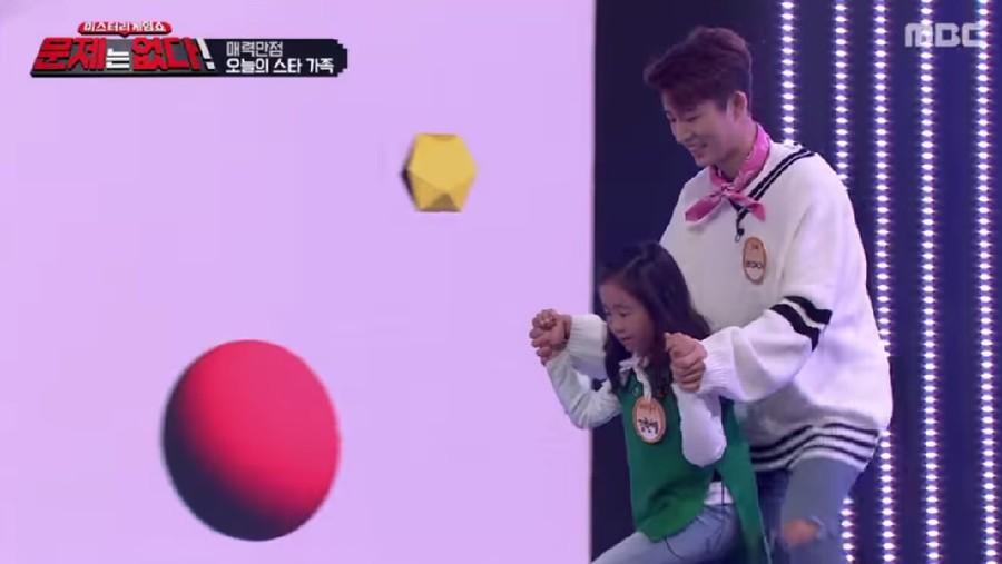 Momen Manis B.I 'iKON' Temani sang Adik di Acara Variety Show