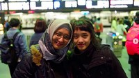 <p>Aisha dan bundanya seperti adik kakak nih. (Foto: Instagram/ @shadjo04) </p>