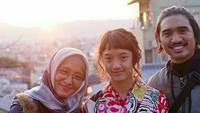 <p>Si sulung Aisha tahun ini berumur 14 tahun. Cantiknya Aisha mirip sang bunda ya? (Foto: Instagram/ @ghassani_) </p>