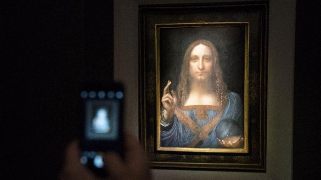 Lukisan Salvator Mundi karya Leonardo da Vinci disebut pernah dipajang di perahu milik Pangeran Salman selama beberapa tahun.