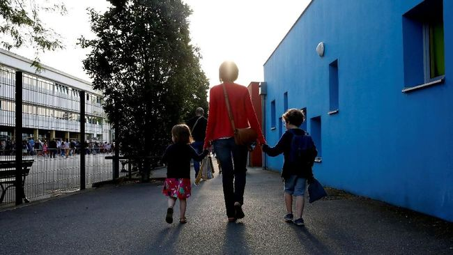 Anak Sekolah di Perancis Dilarang Membawa dan Menggunakan HP di Sekolah