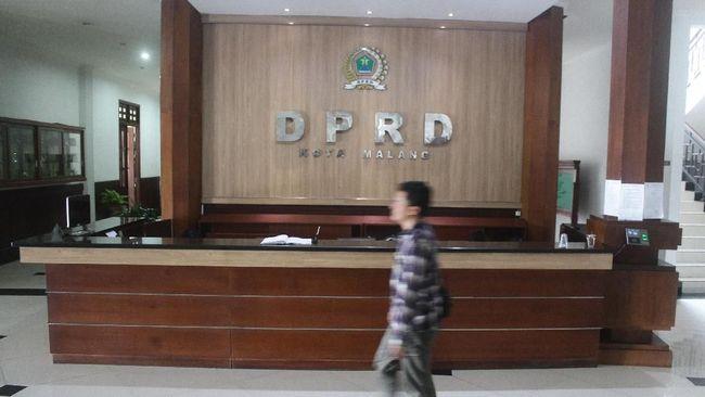 Plt Ketua DPRD Kota Malang, Abdurrrochman dijadwalkan akan melantik 40 orang anggota DPRD Kota Malang hasil PAW, Senin (10/9).