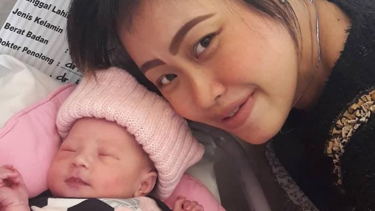 Anak terakhir yang dilahirkan Pinkan dipanggilnya dengan nama cantik, Queen Abby Wantania.