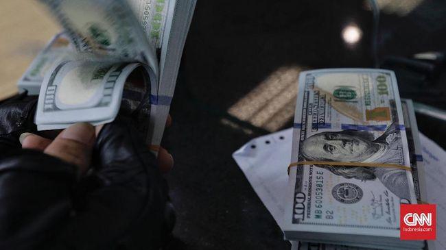 Rupiah melemah 0,37 persen ke level Rp14.250 per dolar AS pada Senin (17/5) mengikuti pelemahan mata uang regional.