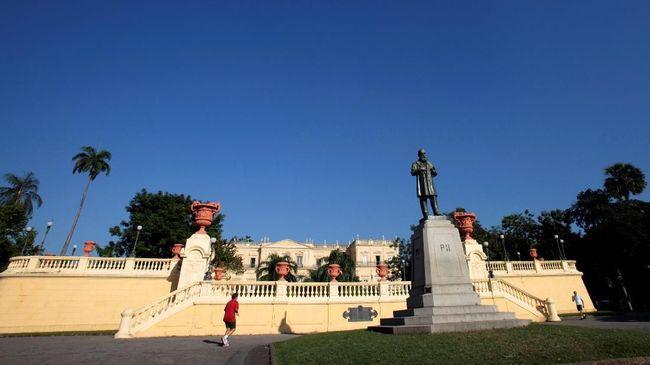 Museum Nasional Brasil berdiri di sebuah bangunan yang memiliki sejarah panjang, mulai dari era Kerajaan Portugis hingga perubahan menjadi republik.