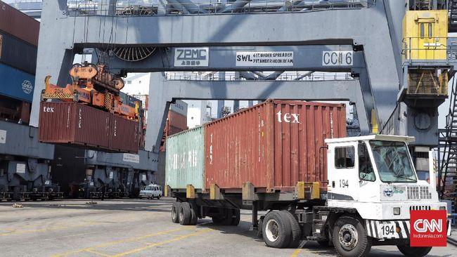 Pemerinah menyebut komoditas kayu dan produk kayu serta hortikultura akan menjadi fokus sementara ekspor guna memperbaiki defisit neraca perdagangan.