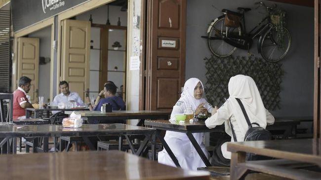 Pemerintah Kota Lhokseumawe mengirim surat ke pengelola usaha agar menaati Qanun Syariat Islam dan Instruksi Gubernur soal penertiban kafe dan layanan internet.