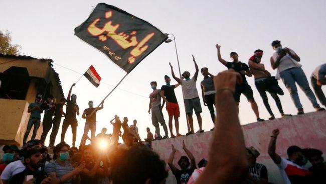 Pihak keamanan Irak menembak dan melepas gas air mata ke arah pengunjuk rasa, satu orang dan lima luka di Basra.