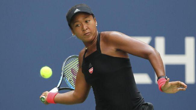 Desainer ternama Rei Kawakubo menggaet petenis Naomi Osaka setelah atlet asal Jepang itu berhasil mengalahkan Serena Williams di final Grand Slam AS Terbuka.
