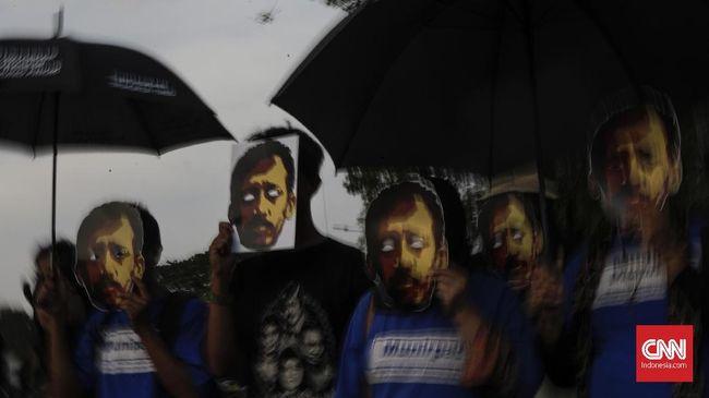 Dua tahun lagi kasus kematian Munir bakal kedaluwarsa. Dokumen TPF tak kunjung diungkap karena diduga menyangkut kepentingan politik penguasa.