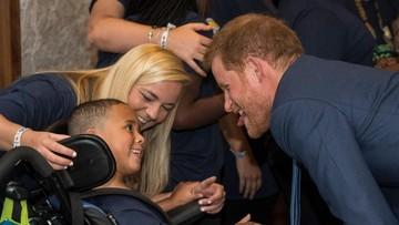 Momen Manis Pangeran Harry Bareng Anak-anak Berpenyakit Serius